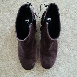 H&M velvet brown boots size 7